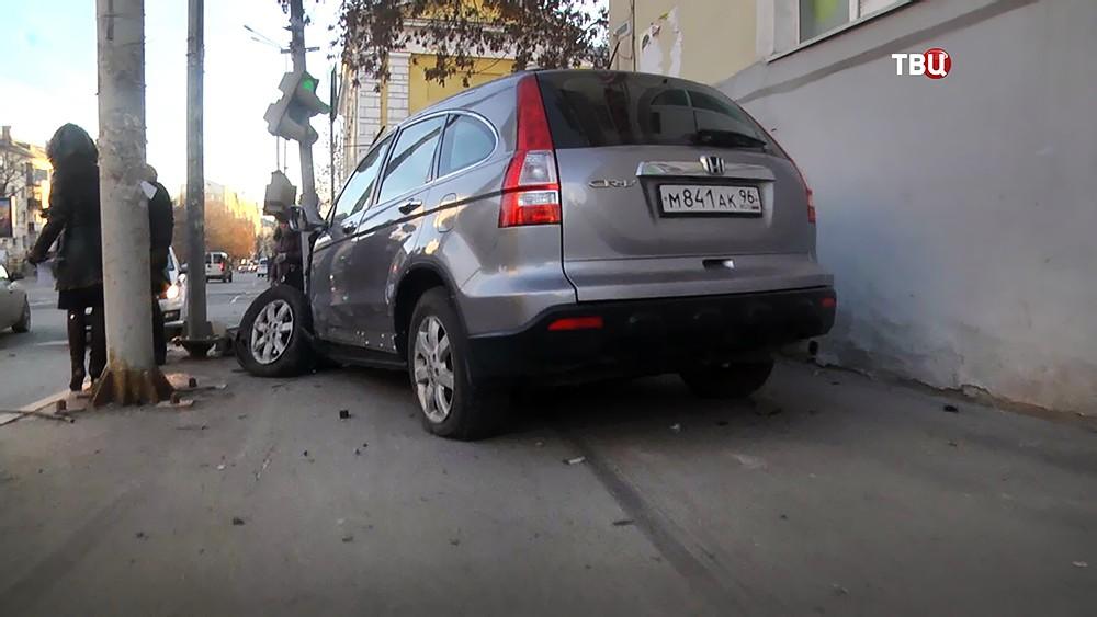 Водитель джипа в Екатеринбурге сбил пешеходов