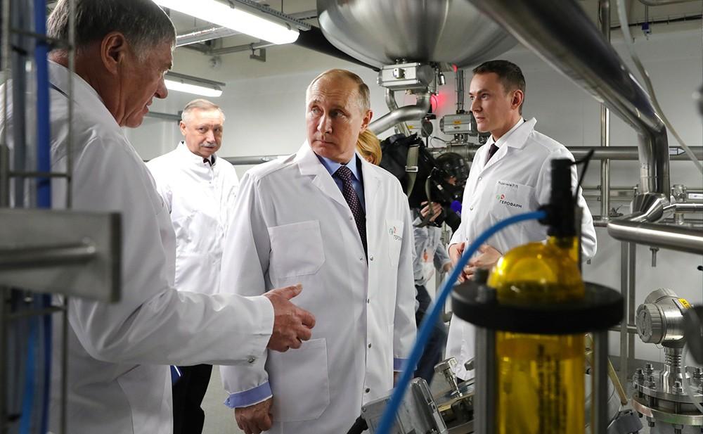 Владимир Путин посетил фармацевтическое предприятие