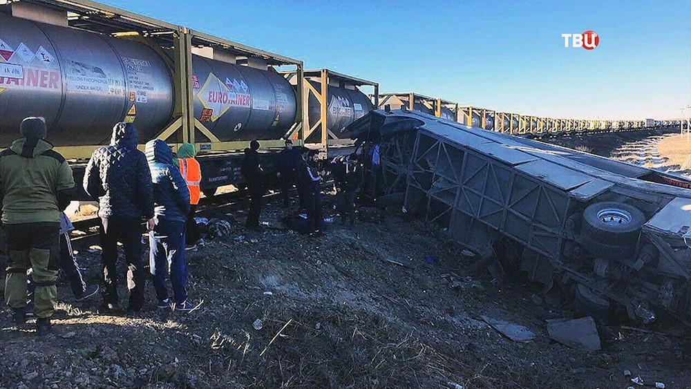 Столкновение автобуса и поезда под Саратовом