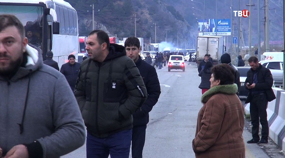 Военно-грузинская дорога на границе России и Грузии