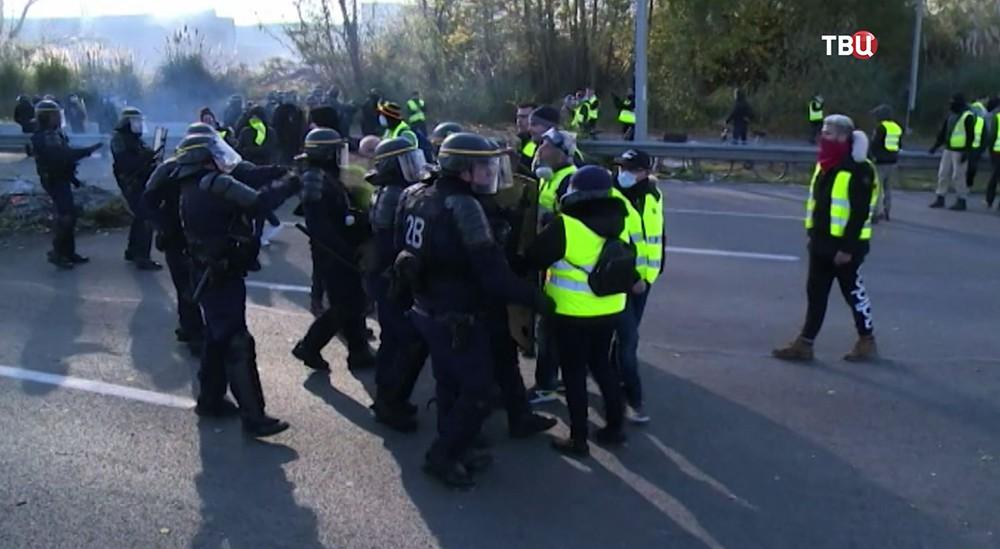 """Акция протестов """"желтых жилетов"""" во Франции"""