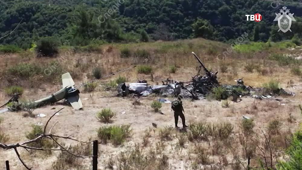 Обломки вертолета ВКС России в Сирии
