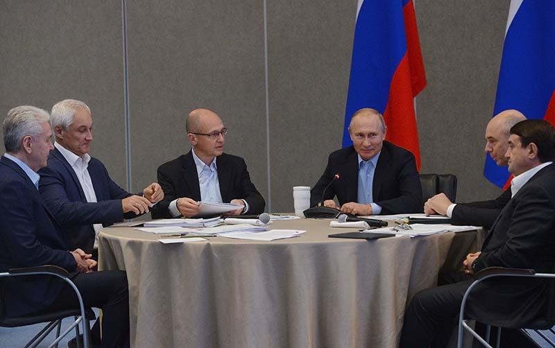 Рабочая поездка президента России Владимира Путина в Крым