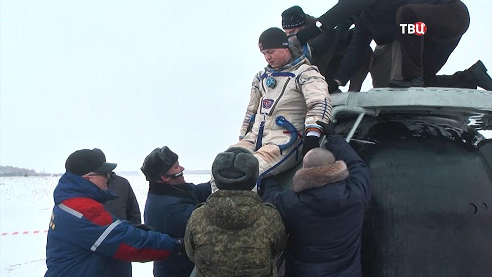 """Учения по спасению экипажа """"Союз МС-11"""" при аварии"""