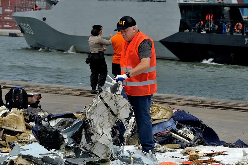 Индонезия. Обломки самолета Boeing 737