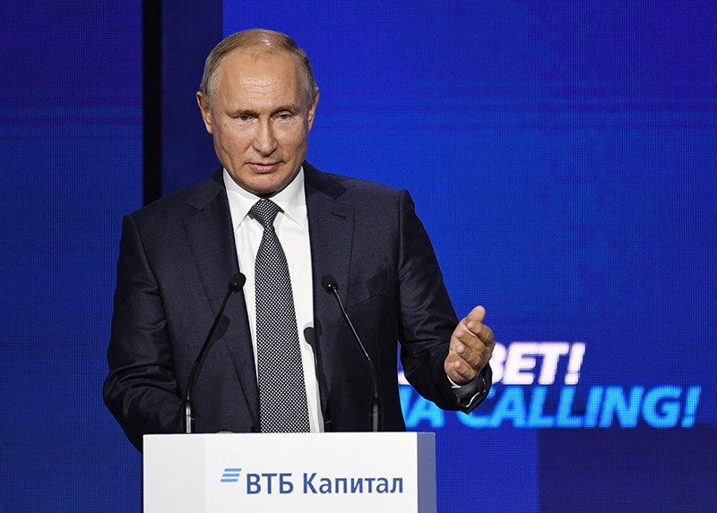 """Владимир Путин выступает на форуме ВТБ Капитал """"Россия зовёт!"""""""