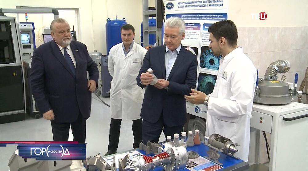 Сергей Собянин во время посещения промкомплекса НИИ авиационных материалов