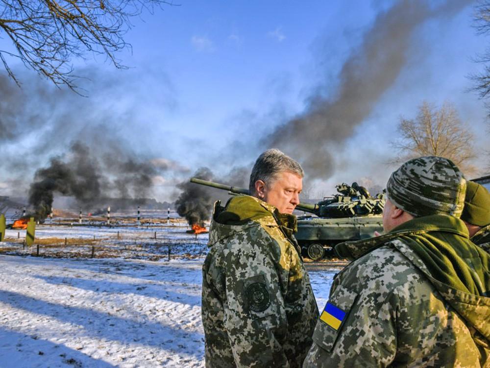 Пётр Порошенко на танковых учениях