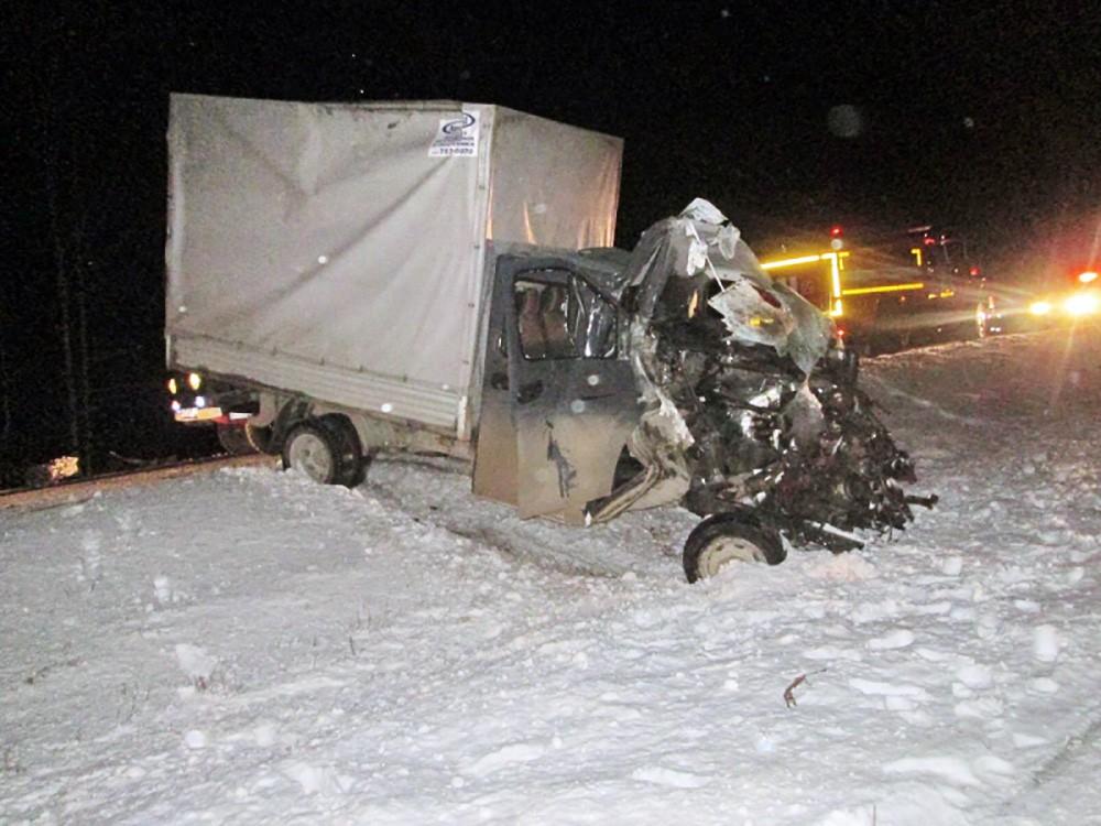 Последствия сильного ДТП с участием грузовика