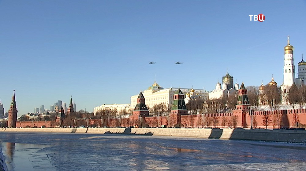 Вертолёты ФСО над Кремлём