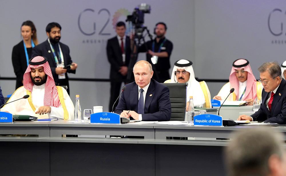 Владимир Путин на заседании саммита G20
