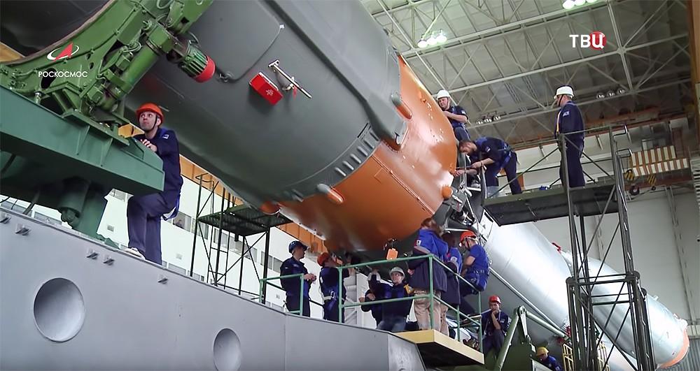"""Проверка ракеты-носителля """"Союз-ФГ"""" с пилотируемым кораблем """"Союз МС-11"""""""