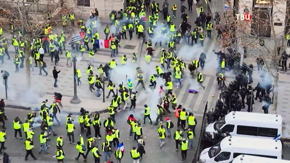 """Протесты """"желтых жилетов"""" в Париже"""