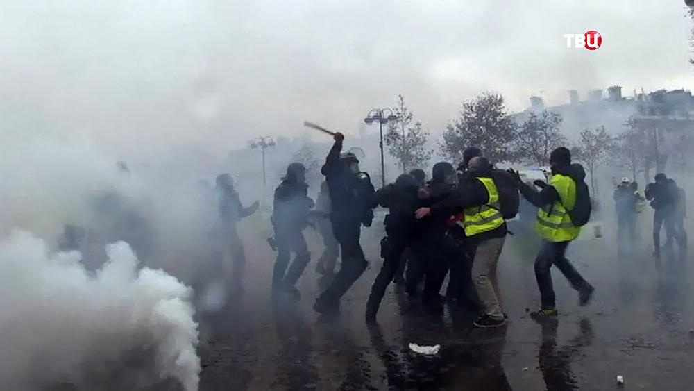 Полиция Франции разгоняет участников беспорядков