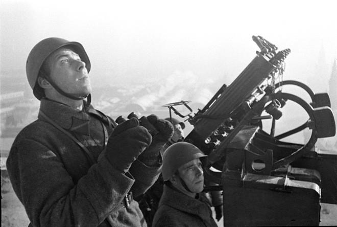 Великая Отечественная война. Зенитчики-наблюдатели