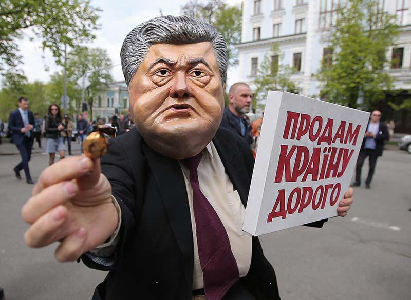 Акция протеста против Петра Порошенко