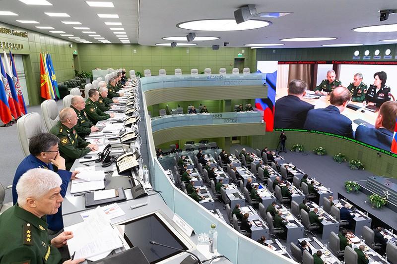 Министр обороны России Сергей Шойгу проводит селекторное совещание