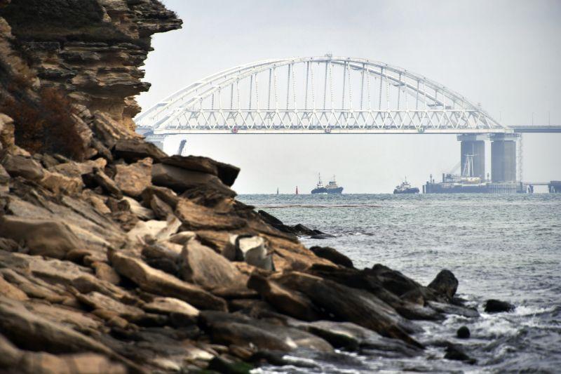 Корабли проходят через Керченский пролив
