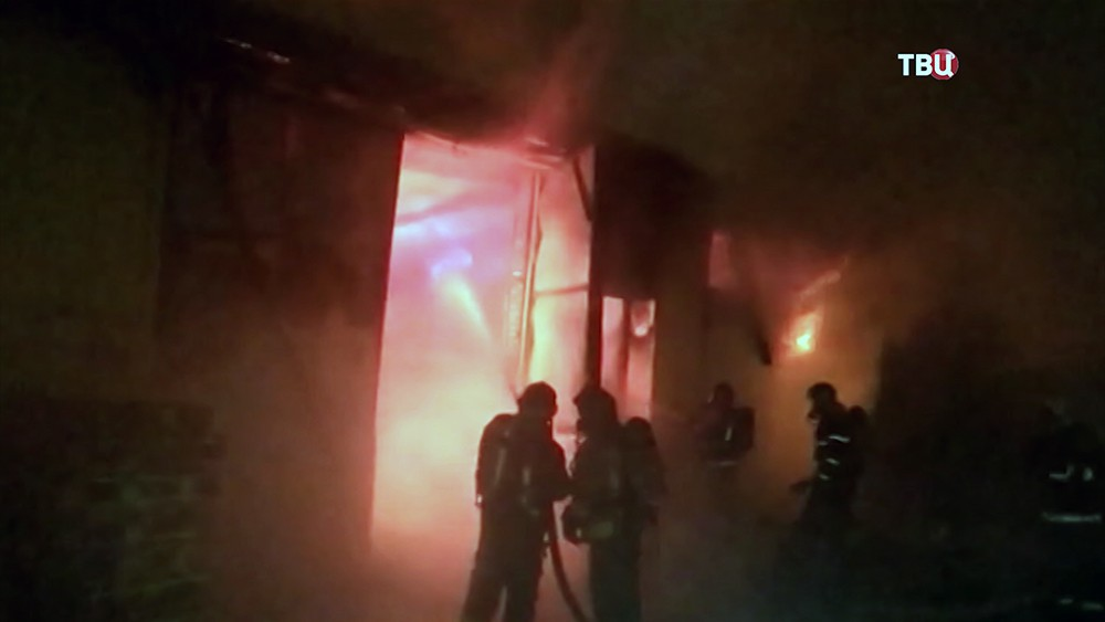 Крупный пожар на складе бумажной продукции в Санкт-Петербурге