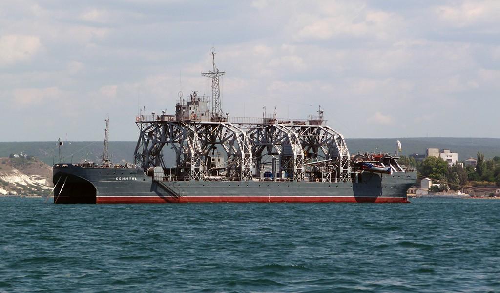 """Спасательное судно-катамаран """"Коммуна"""""""