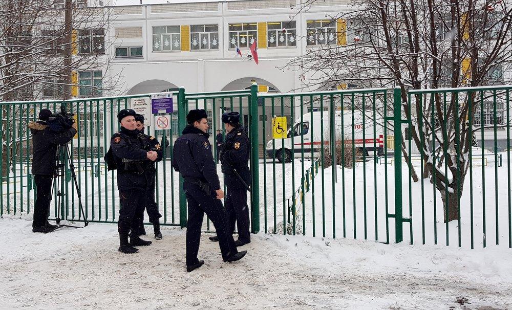 Обстановка около школы №1359 на ул. Пронская, куда учащийся 10 класса пришел с ножом