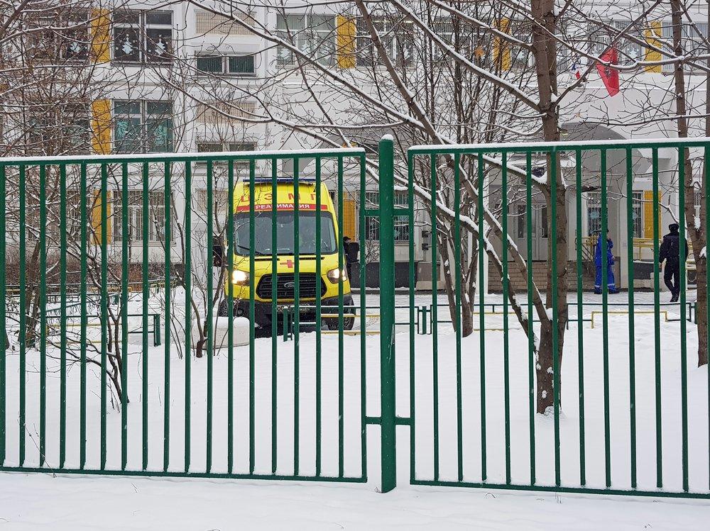 Скорая помощь на территории школы