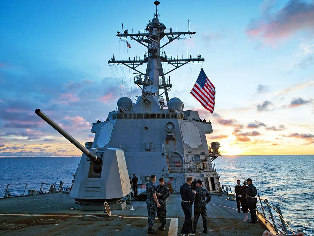 Эсминец USS McCampbell (DDG 85)