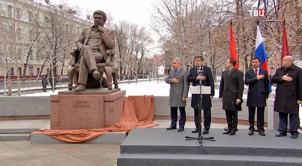 Открытие памятника Айтматову