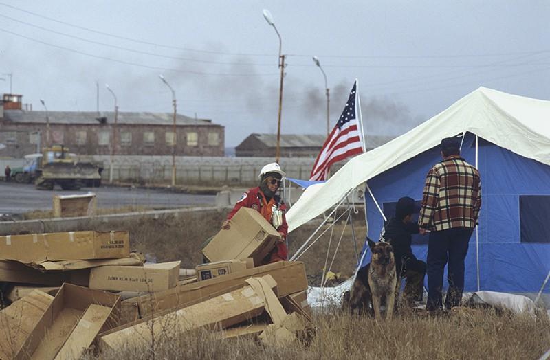 Землетрясение в Армении. В лагере спасателей из США.1988 год