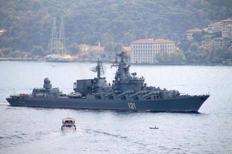 """Ракетный крейсер """"Москва"""" в проливе Босфор"""