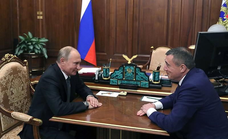 Владимир Путин и врио губернатора Сахалинской области Валерий Лимаренко