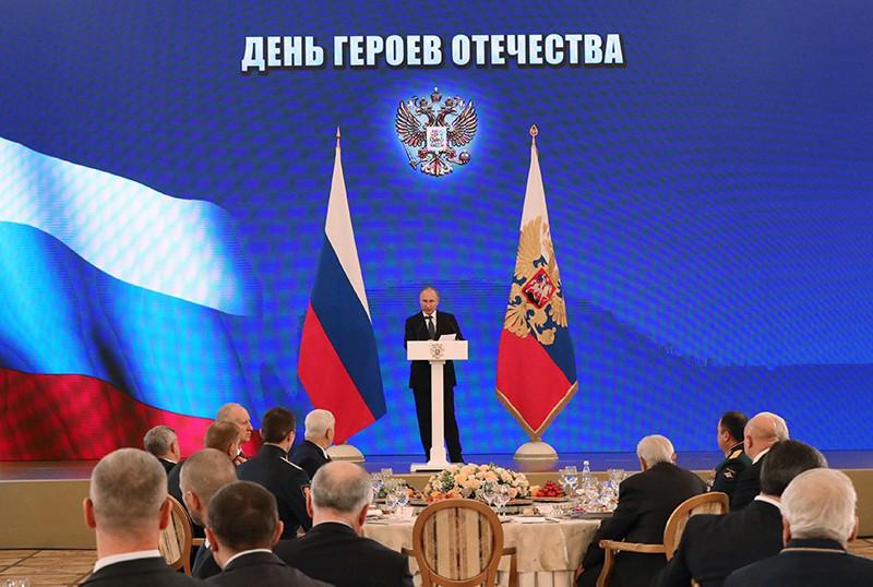 Владимир Путин выступает на Торжественном приёме по случаю Дня Героев Отечества