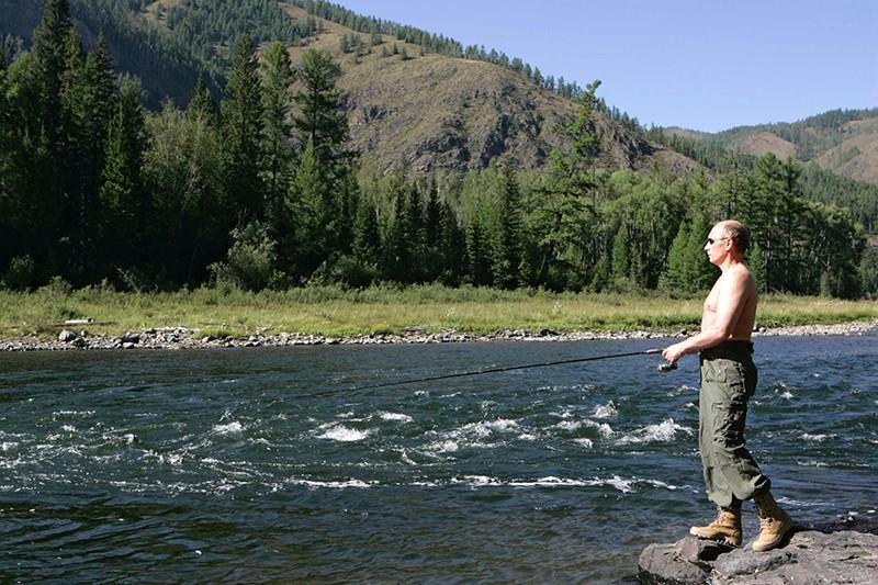 Владимир Путин во время рыбной ловли в верховьях реки Енисей