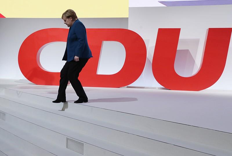 Канцлер ФРГ Ангела Меркель покинула пост главы ХДС