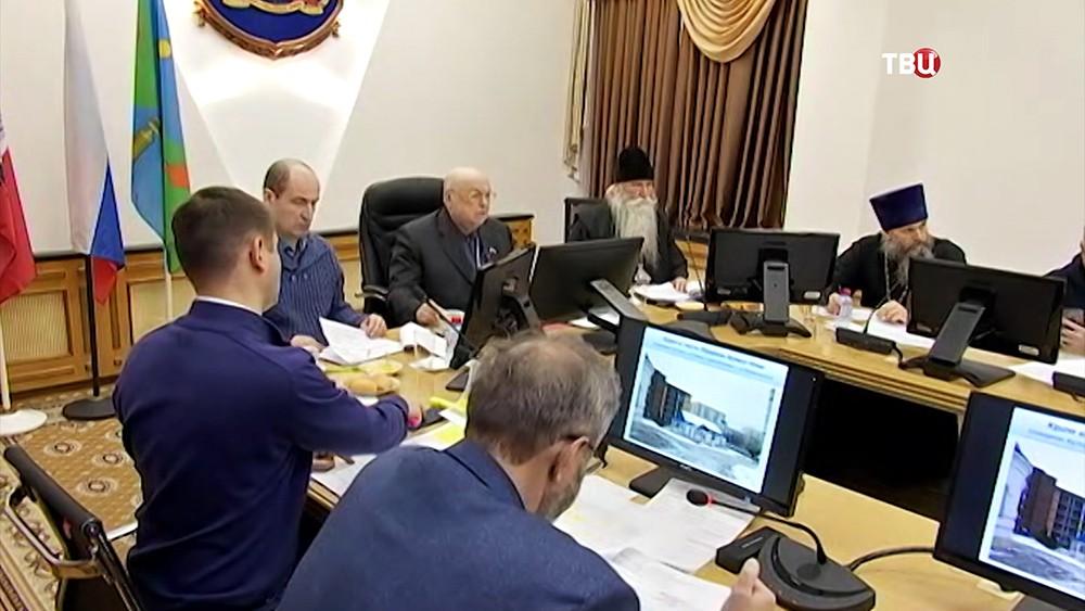Владимир Ресин проводит заседание