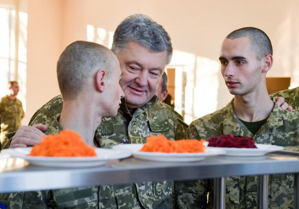 Пётр Порошенко и военнослужащие