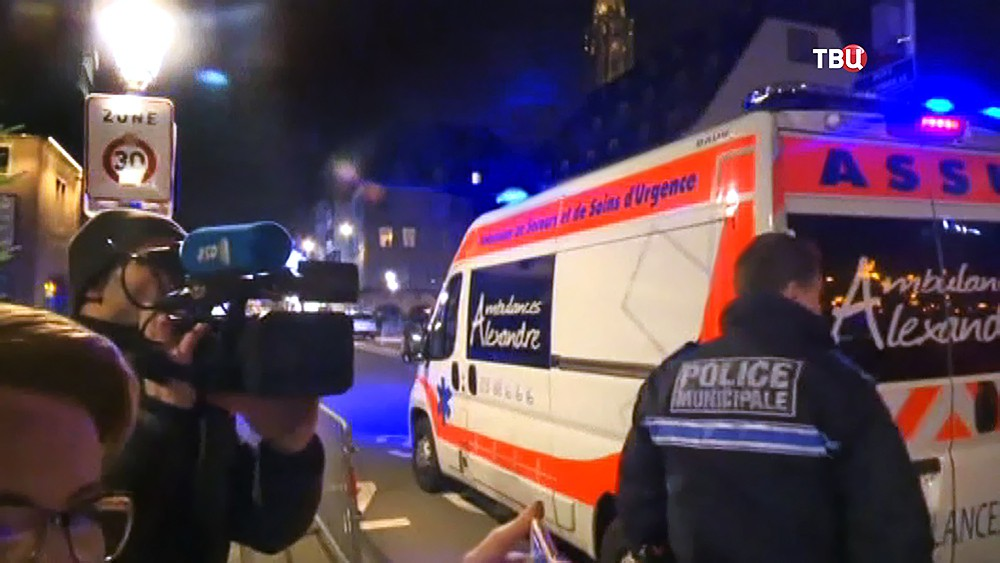Скорая помощь на месте теракта в Страсбурге