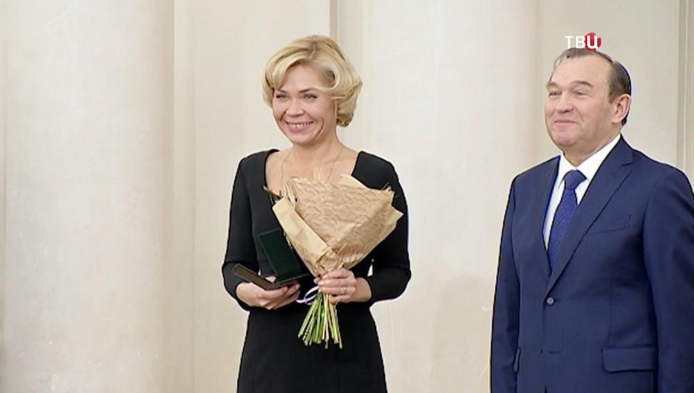 Награждение корреспондента Ольги Стрельцовой