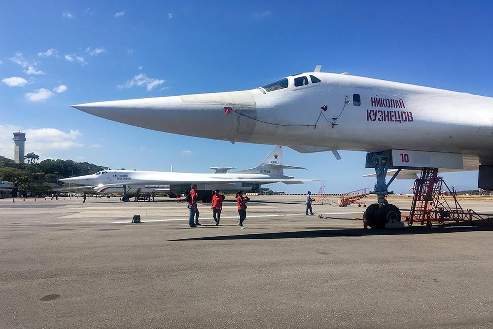 Стратегические бомбардировщики Ту-160