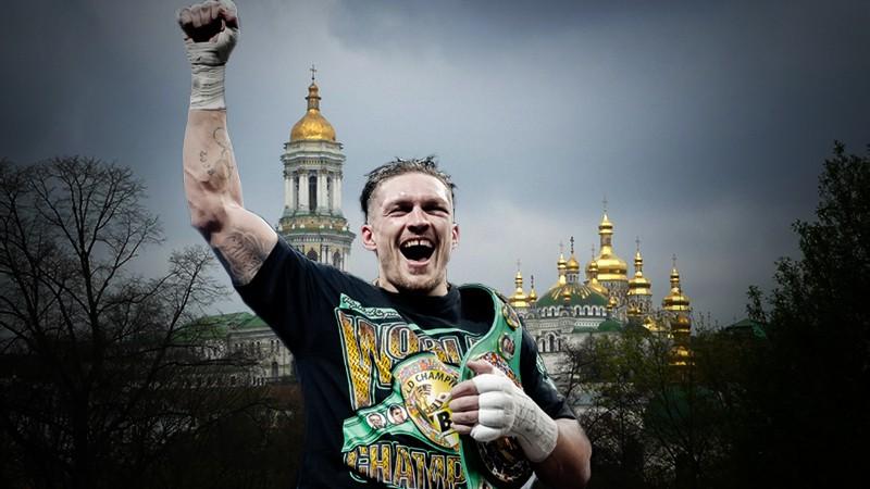 Боксер Александр Усик на фоне Киево-Печерской лавры