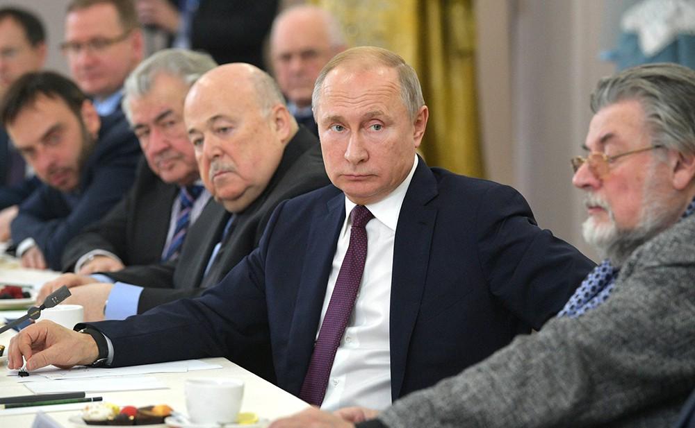 Владимир Путин на встрече с деятелями театрального искусства