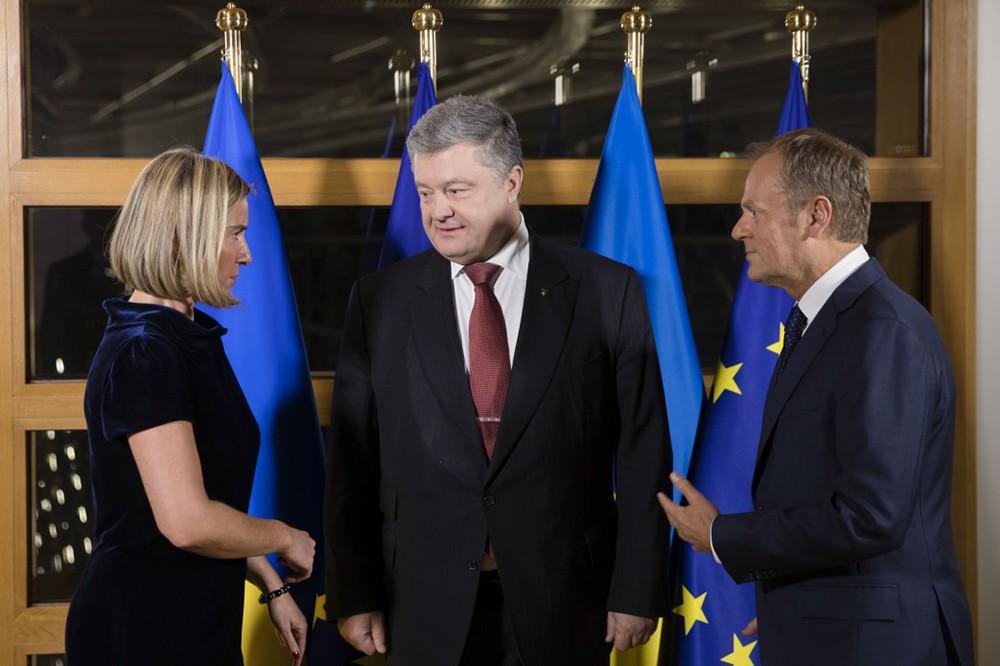 11 Европейские чиновники шарахались от Порошенко в Брюсселе