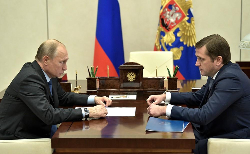Владимир Путин и руководитель Федерального агентства по рыболовству Илья Шестаков