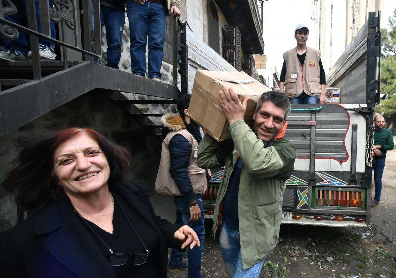 Раздача гумпомощи в Сирии