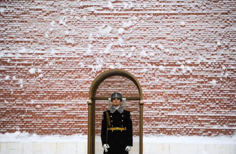 Солдат роты почетного караула в Александровском саду