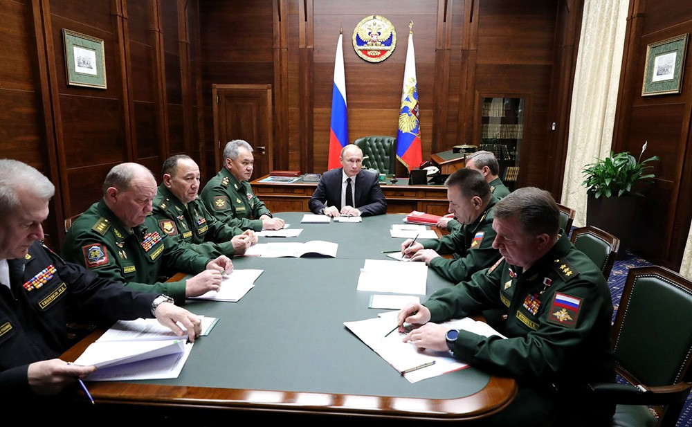Владимир Путин на встрече командующими войсками военных округов и Северным флотом