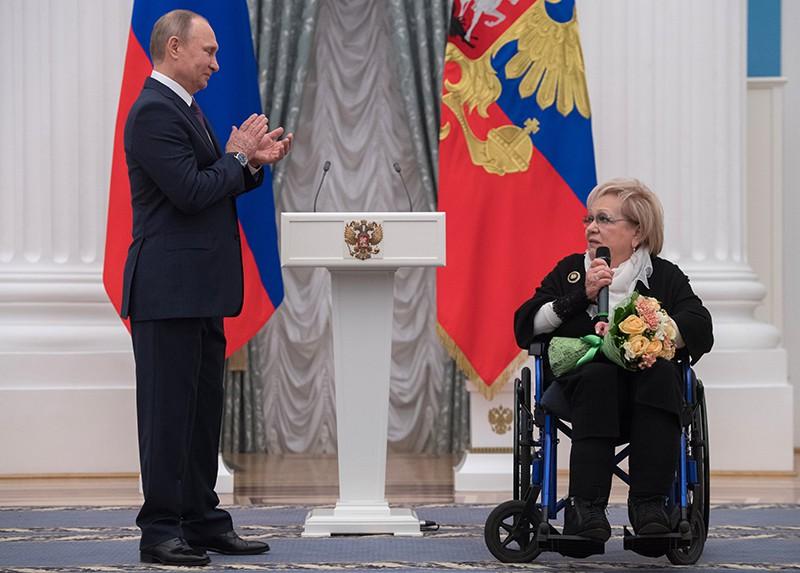 Владимир Путин и Галина Волчек