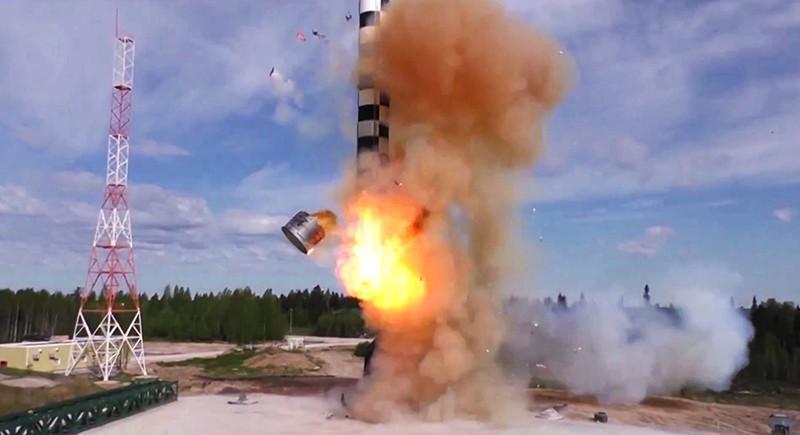 Испытание баллистической ракеты