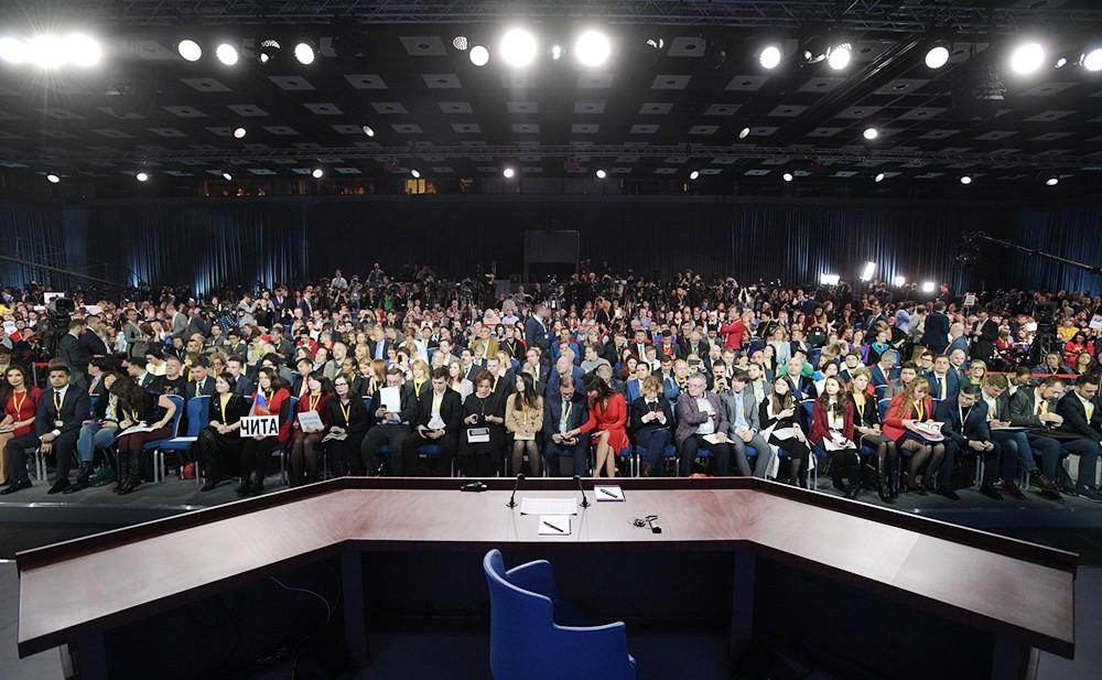 Журналисты на большой пресс-конференции Владимира Путина