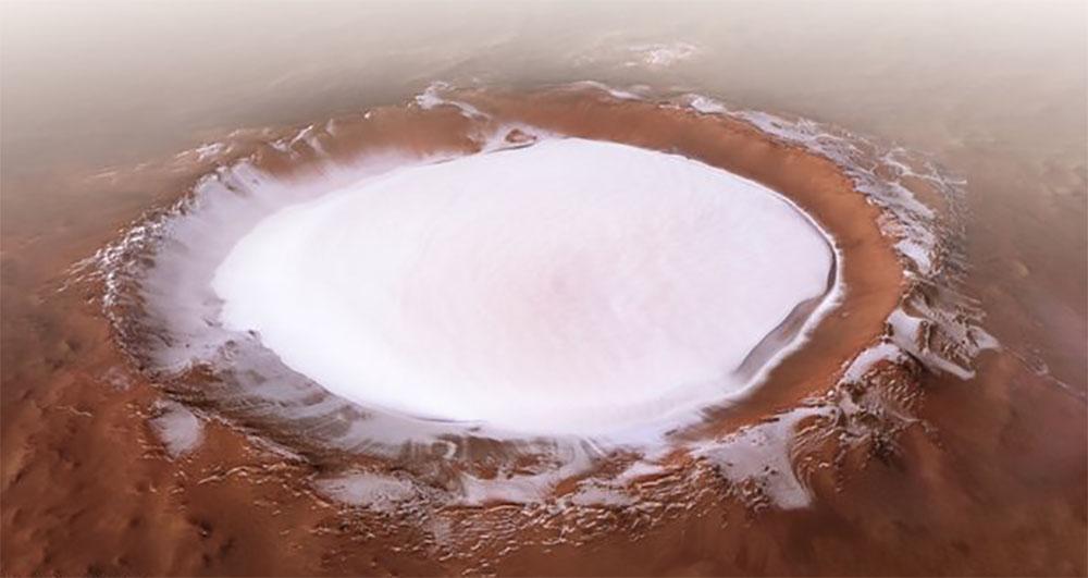 Замершее озеро на Марсе